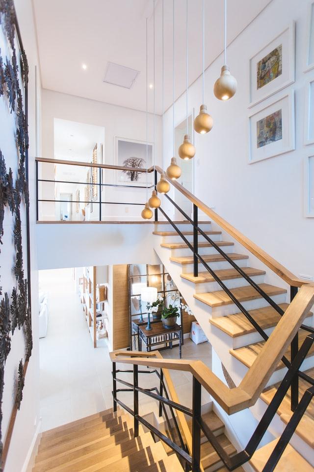 Comment mettre à profit l'espace sous l'escalier ?